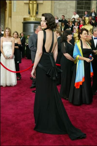 Liv Tyler en Givenchy avec un sublime dos nu pour la cérémonie des Oscars en 2004