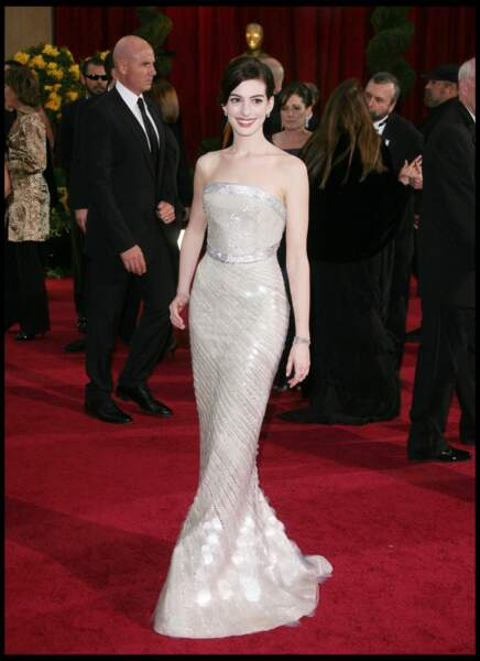 Anne Hathaway en robe Armani lors des Oscars de 2009