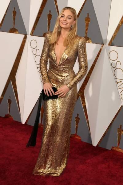 Margot Robbie exceptionnelle dans dans cette robe lamée du créateur américain, Tom Ford, pour la 88e cérémonie des Césars en 2016