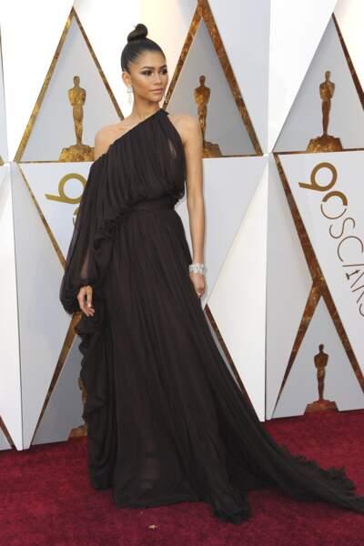 Zendaya Coleman magnifique dans sa robe asymétrique Giambattista Valli pour la 90e cérémonie des Oscars