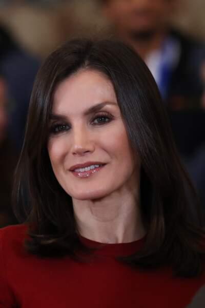 Letizia d'Espagne toujours aussi chic avec son carré long lisse et son maquillage chic,  le 31 janvier 2020.