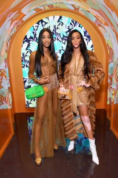Shannon Hamilton et Winnie Harlow sexy et stylées ont misé sur des pièces pastel : robe en imprimé Vichy et accessoires colorés.