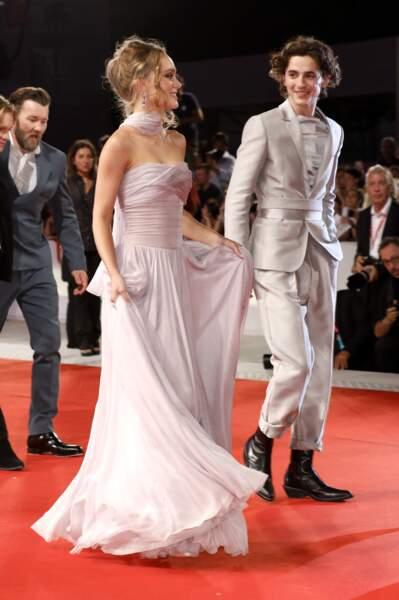 """Lily-Rose Depp et Timothée Chalamet sur le tapis rouge du film """"The King"""" lors du festival du film à Venise le 2 septembre 2019"""