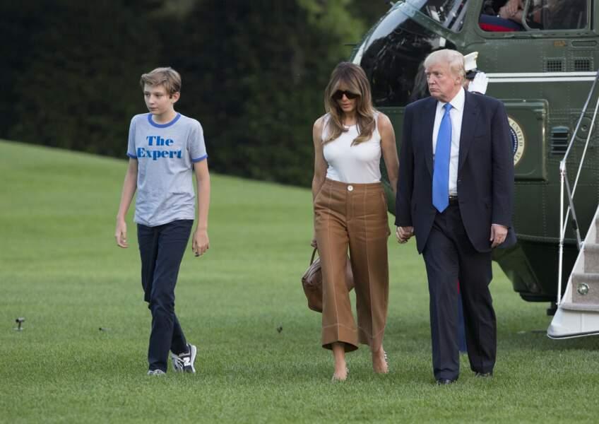 Barron Trump et sa famille de retour à la Maison Blanche à Washington, après un voyage dans le New Jersey, le 11 juin 2017