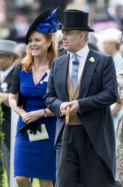 Le prince Andrew a lui-même imaginé  la bague de fiançailles et le couple s'est marié à l'abbaye de Westminster, lors d'une cérémonie retransmise à la télévision et suivie par 500 millions de téléspectateurs.
