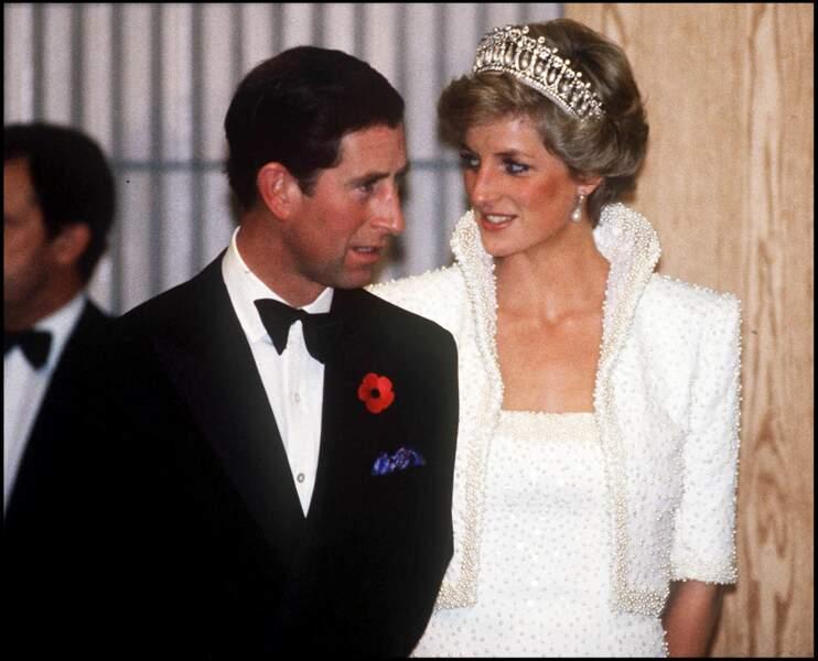 L'année suivante, Lady Diana donne naissance au prince William. Trois ans plus tard, elle met au monde un deuxième garçon, le prince Harry.