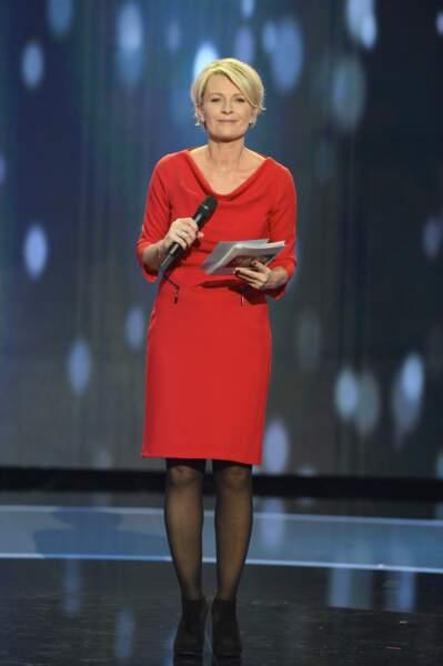 Décembre 2013 : Sophie Davant ose la robe rouge sur le plateau du Téléthon, qui remporte, cette année-là, plus de 78 millions d'euros. La journaliste vient tout juste de divorcer de Pierre Sled
