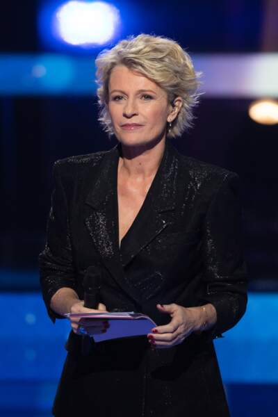 Sophie Davant chic et stylée. Avec presque 40 ans de carrière, elle reste l'une des animatrices préférées des français.