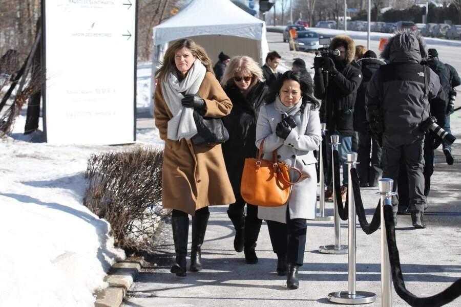 Les frères et sœurs de Céline Dion arrivent au salon funéraire de Laval à Montréal pour dire adieu à Thérèse Dion.