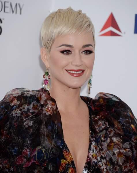 Katy Perry prouve qu'un visage rond peut se permettre une coupe garçonne