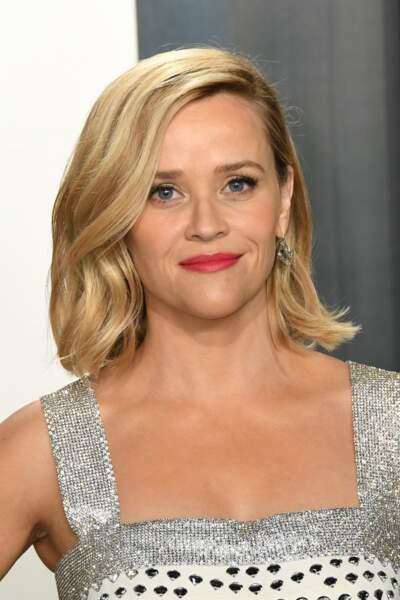 Si vous avez le visage triangulaire comme Reese Witherspoon, le carré ondulé permet de réharmoniser les traits en créant du volume