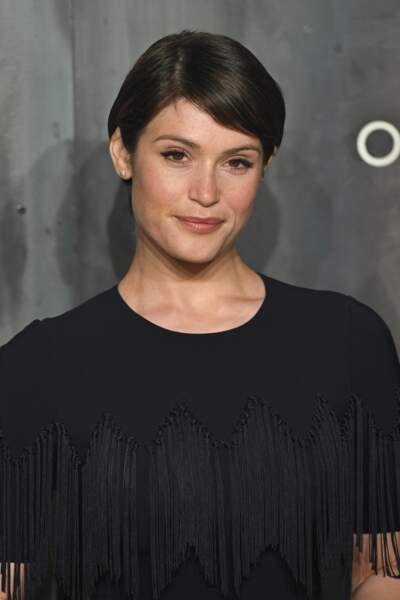 Optez pour une coupe courte boule pour adoucir les traits saillants comme Gemma Arterton
