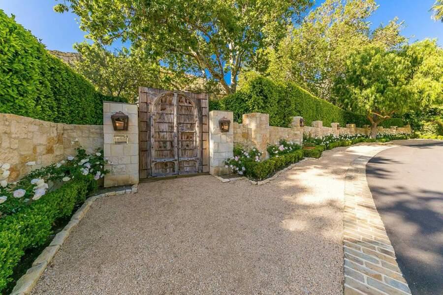 A l'abri des regards, le Petra Manor se situe dans la Serra Retreat, l'une des rares communautés surveillées de Malibu