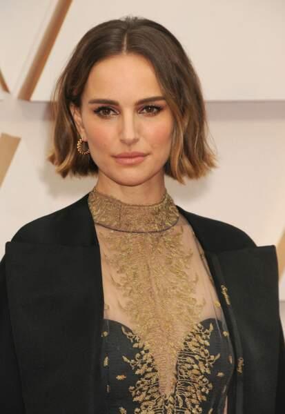 Pour équilibrer son petit visage, Natalie Portman ajoute du mouvement avec un carré wavy