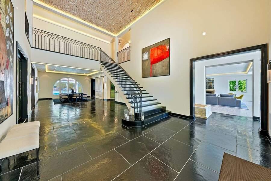 La maison de 1137 mètres carrés d'espace de vie comporte plusieurs étages