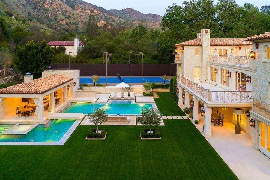 Construit en 2015, le Petra Manor est aujourd'hui détenu par David Charvet et son épouse Brooke Burke, divorcés depuis 2018