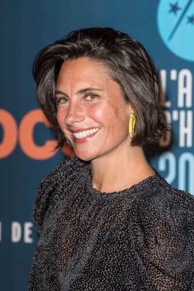 Alessandra Sublet met en valeur ses traits fins avec carré vaporeux