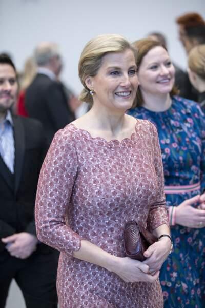 Pour cet engagement, Sophie de Wessex a misé sur une alliance de couleurs très harmonieuse