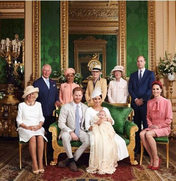 Le prince William, le prince Harry, Kate Middleton et Meghan Markle , tous ensemble pour la photo de baptême d'Archie, le 6 juillet 2019.