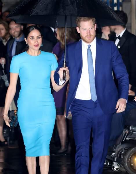 Meghan Markle a fait son effet dans une robe moulante signée Victoria Beckham.