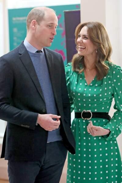 Kate Middleton porte également une ceinture de la marque Sézane d'une valeur de 70 euros. Alors que la ville de Galway accueil la duchesse de Cambridge et son époux, elle opte pour une jolie paire de bottes à 971 euros de la maison Ralph Lauren.