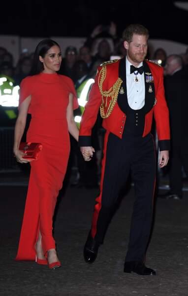 Pour ce dernier engagement à Londres du 5 au 8 mars 2020, en tant que membre de la famille royale, Meghan Markle ne fait pas les choses à moitié. Le prince et Meghan ont opté pour du rouge flamboyant.