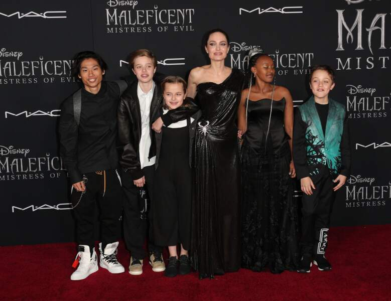 """Shiloh Jolie-Pitt en compagnie de sa mère, Angelina Jolie et ses frères et soeurs à l'occasion de la première de """"Magnificent"""" en septembre 2019."""