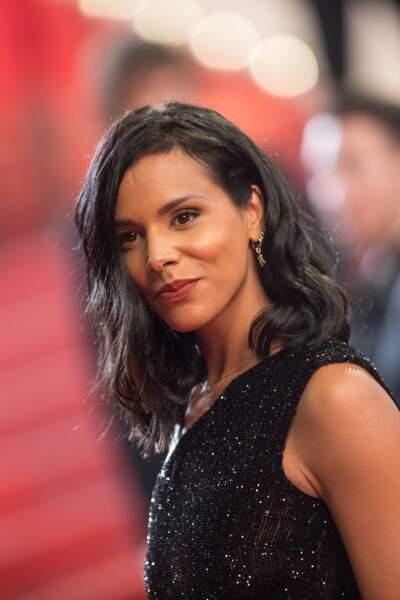 """Shy'm et son carré long ondulé, à la montée des marches du film """"Leto"""" à Cannes en 2018"""