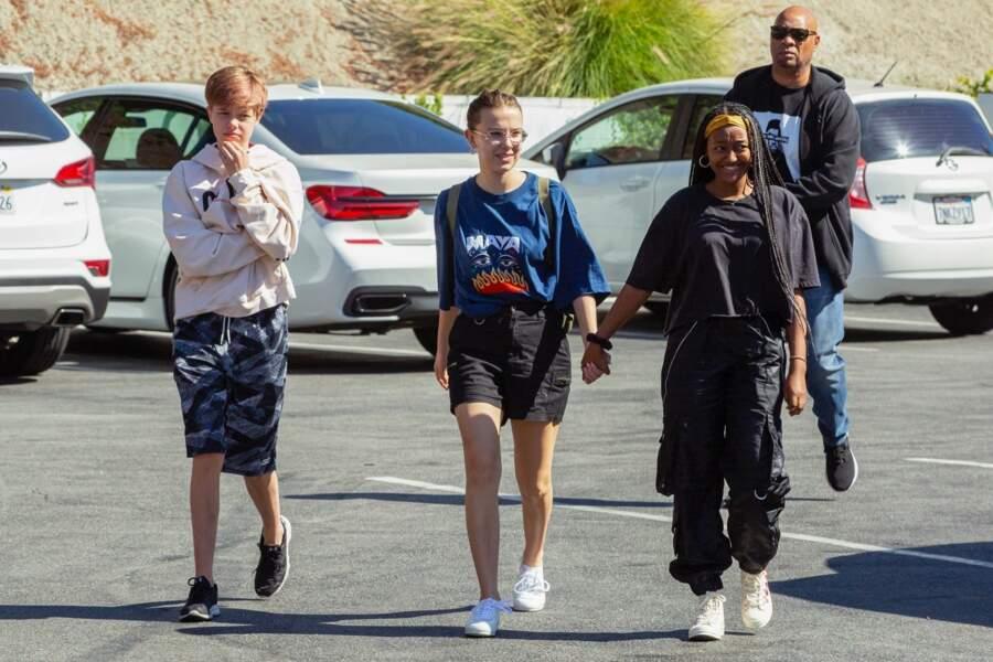 Shiloh Jolie Pitt est en compagnie de son amie, Millie Bobby Brown et de sa soeur, Zahara Jolie Pitt à Los Angeles en juillet 2019.
