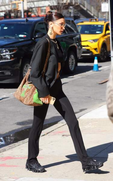 Bella Hadid arrive aux studios Spring à New York avec sa paire de Shox TL de Nike x Comme des Garçons