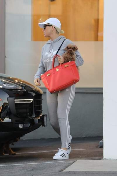 Katy Perry dans les rues de Calabasas en total look jogging et Sueprstar