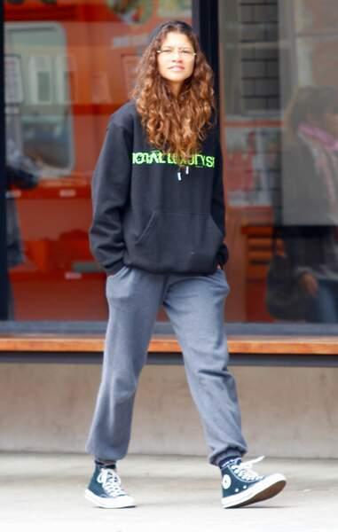 Zendaya Coleman à Los Angeles en jogging et Converse