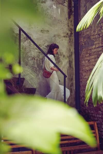 Besace Petit Modèle 16 en veau naturel et robe en crochet, le tout Celine par Hedi Slimane.
