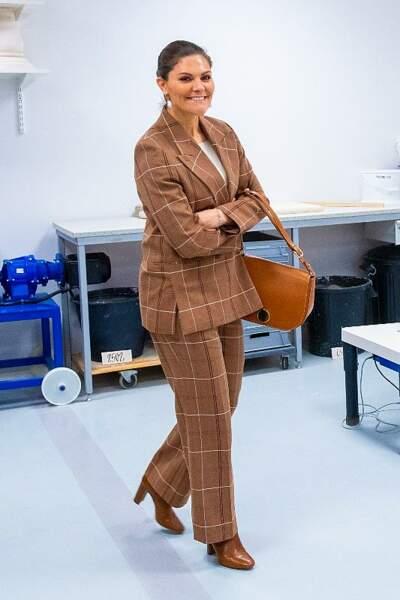 On s'inspire : le look tailleur à carreaux de la princesse Victoria de Suède
