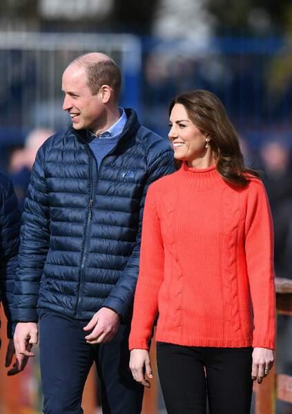On s'inspire : le pull rouge à mailles torsadées de Kate Middleton