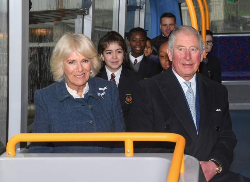 Charles et Camilla, à bord d'un bus londonien, le 4 mars 2020