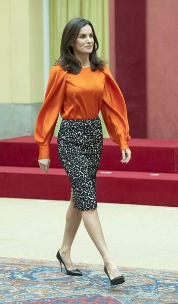 On s'inspire : la blouse satinée à manches bouffantes de Letizia d'Espagne