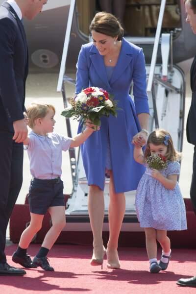 A Berlin déjà, toujours en juillet 2017, la princesse et sa maman portaient toutes les deux des robes bleues.
