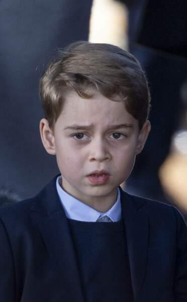 Le prince George a lui aussi des tenues qui ne sont pas sans rappeler celles de son papa ...
