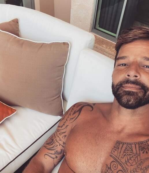 Quelques jours avant le confinement, Ricky Martin affichait encore sa crinière brune sur les réseaux sociaux...