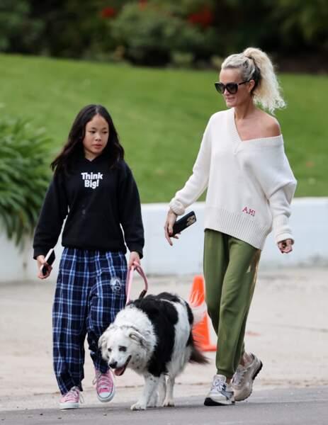 Malgré la pandémie et les mesures de confinement, Laeticia Hallyday est sortie avec Jade et Joy à Los Angeles