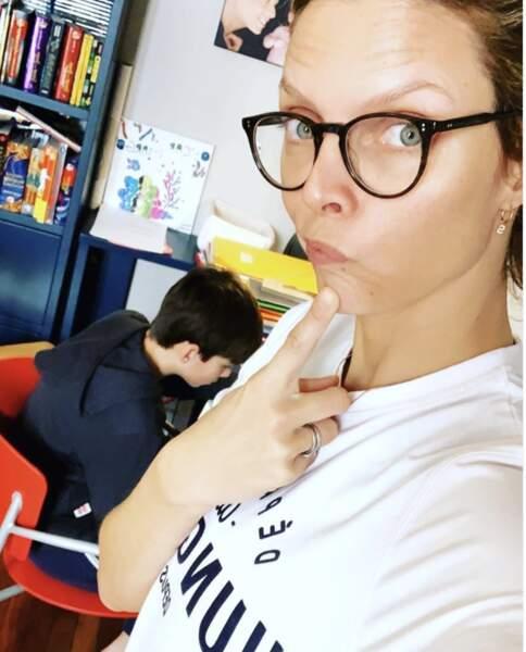 Sylvie Tellier en mode naturel pour faire travailler ses enfants.
