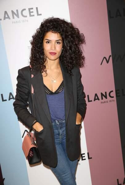 L'actrice Sabrina Ouazani rayonnante à la soirée de lancement, elle porte aussi un sac de la nouvelle collection Ninon