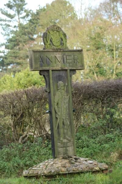 La propriété d'Anmer Hall se trouve sur les terres du château de Sandringham de la reine Elizabeth II d'Angleterre.