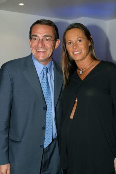 Jean-Pierre Pernaut et Nathalie Marquay prennent la pose souriants et complices, un an plus tard
