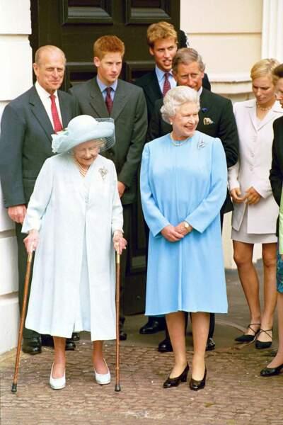 Le prince Philip avec la famille royale d'Angleterre à Londres en 2001