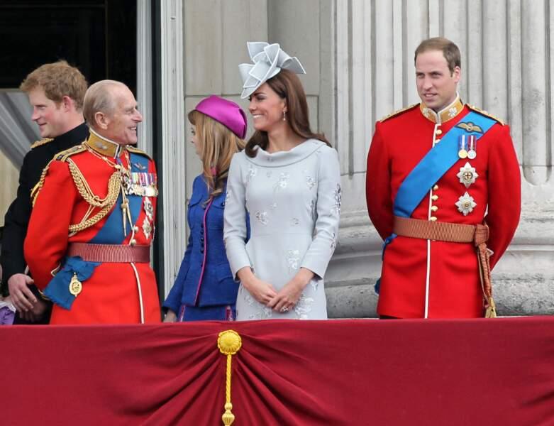 Le prince Philip et Kate Middleton, complices, à Buckingham en 2012