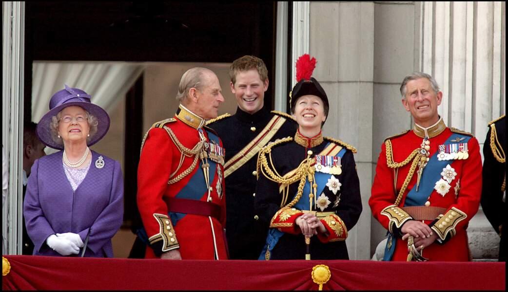 Le prince Philip et Harry, tout sourire à Buckingham en 2006