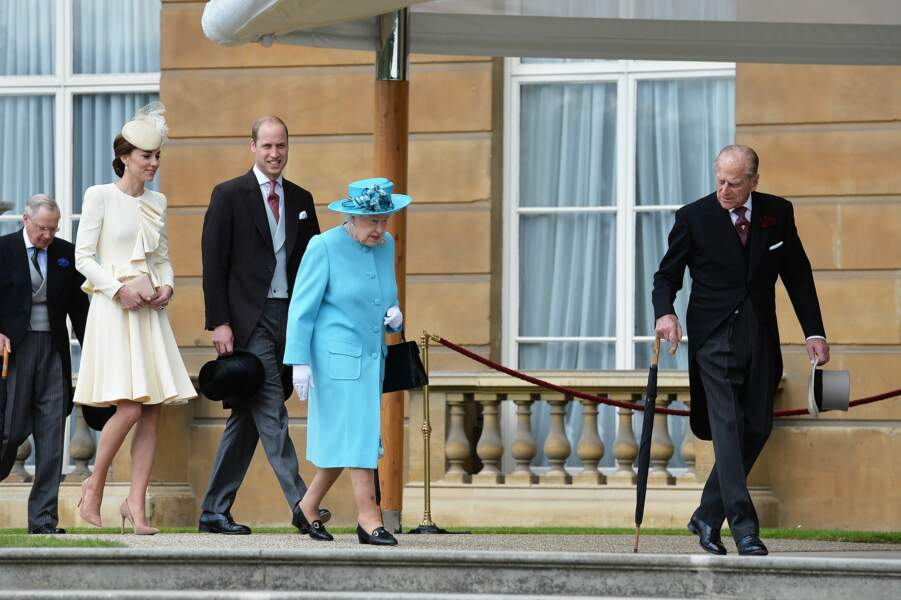 Le prince Philip, suivi par la reine, le prince William et Kate Middleton, à Londres, en 2016