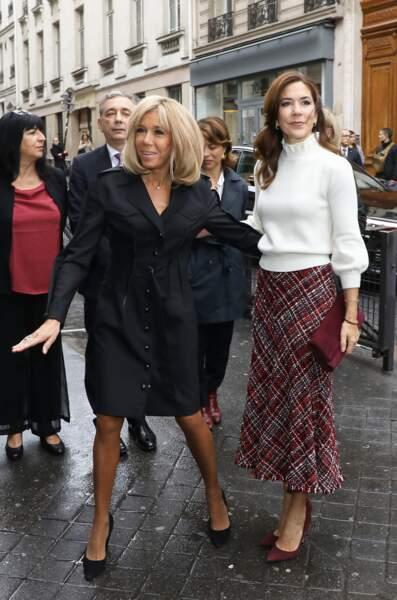 La princesse Mary de Danemark et Brigitte Macron, lors de la visite de la cité scolaire Alphonse de Lamartine à Paris, le 9 octobre 2019